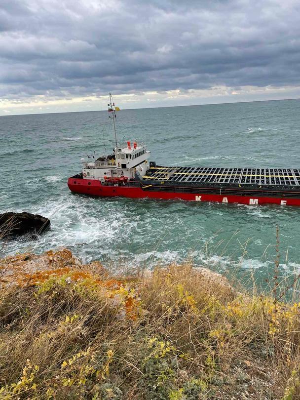 Учестени през час проби потвърждават задържане на обичайните стойности за крайбрежните води в района на авариралия кораб - 01
