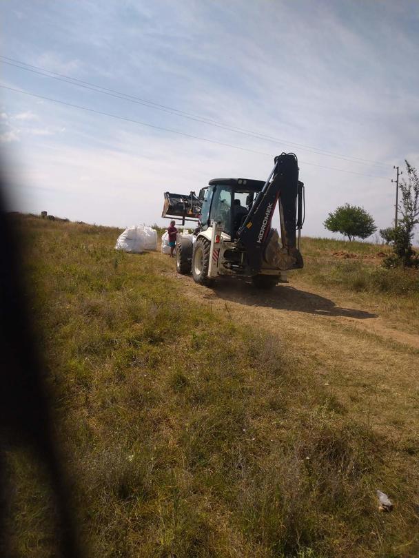 Снимка от работите по изваждане на пестицидите от обекта край село Радомирци - 10
