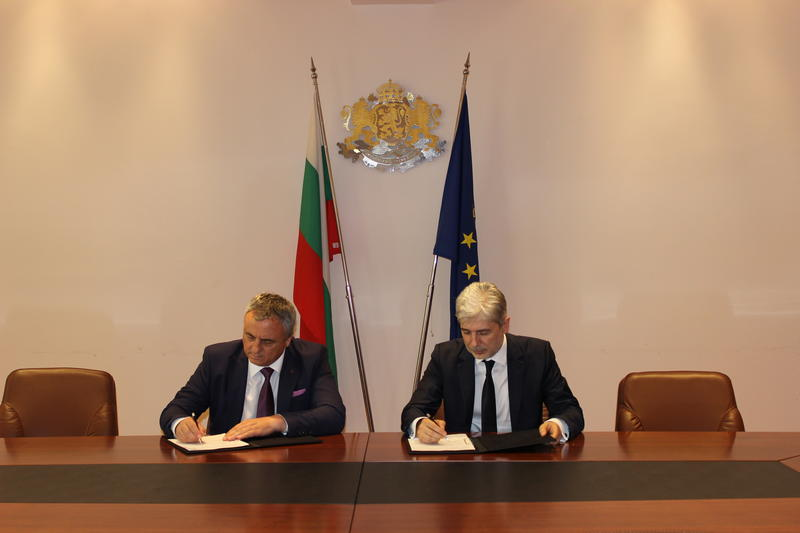 Minister Dimov signed a contract for the construction of water infrastructure with Water and Sanitation – Vratsa - 01