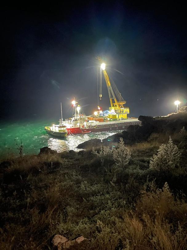 """Министър Асен Личев издава принудителна административна мярка за спиране на дейностите по претоварване от кораба """"Vera Su"""" - 01"""