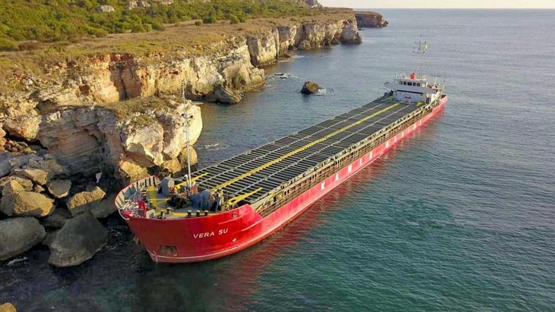 Извършено е пробонабиране на водите в Черно море в района на заседналия кораб по сигнал за изтичане на азотни торове в морето - 01