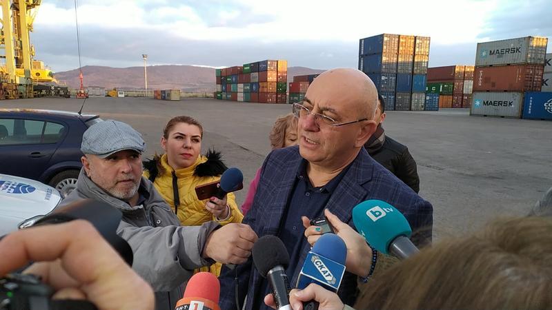 Министър Димитров провери връщането от Варна на 54 контейнера италиански отпадъци - 3