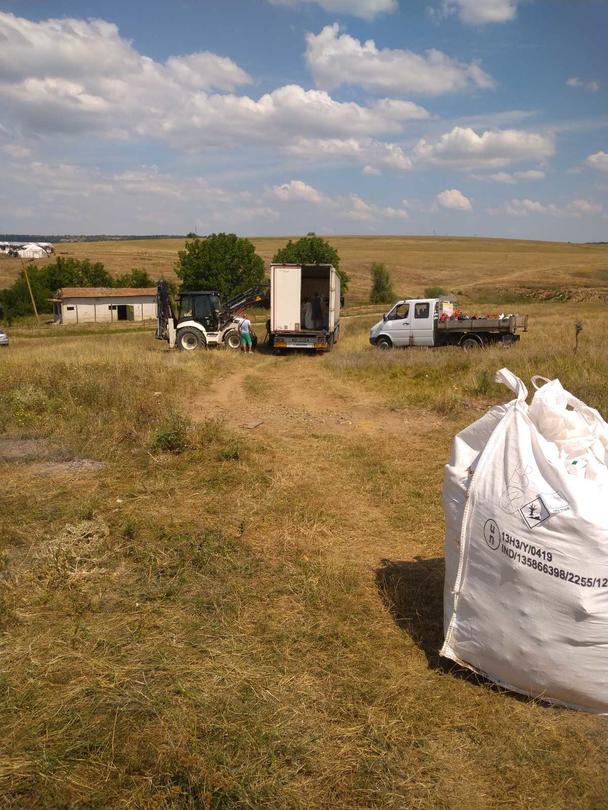 Снимка от работите по изваждане на пестицидите от обекта край село Радомирци - 8