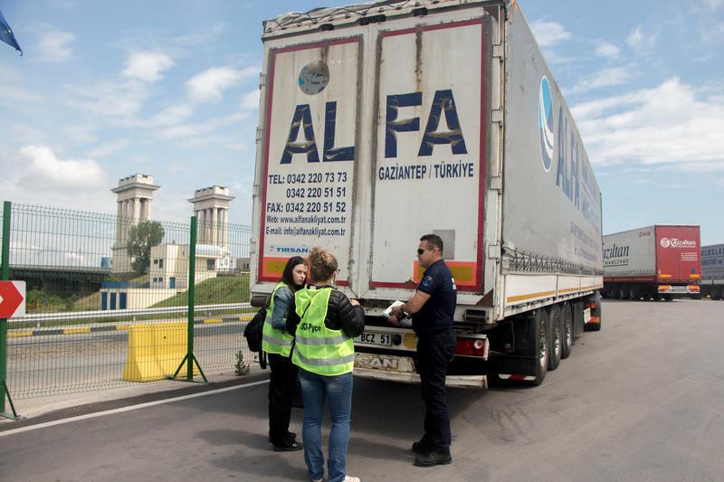 Общо 20 камиона с пластмасови отпадъци от Турция се връщат под строг контрол до мястото на изпращане - 01