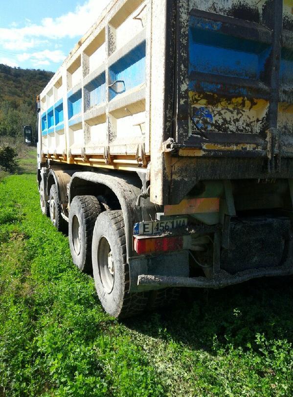 В близост до коритото на реката е намерен товарен камион с мокър инертен материал. - 24