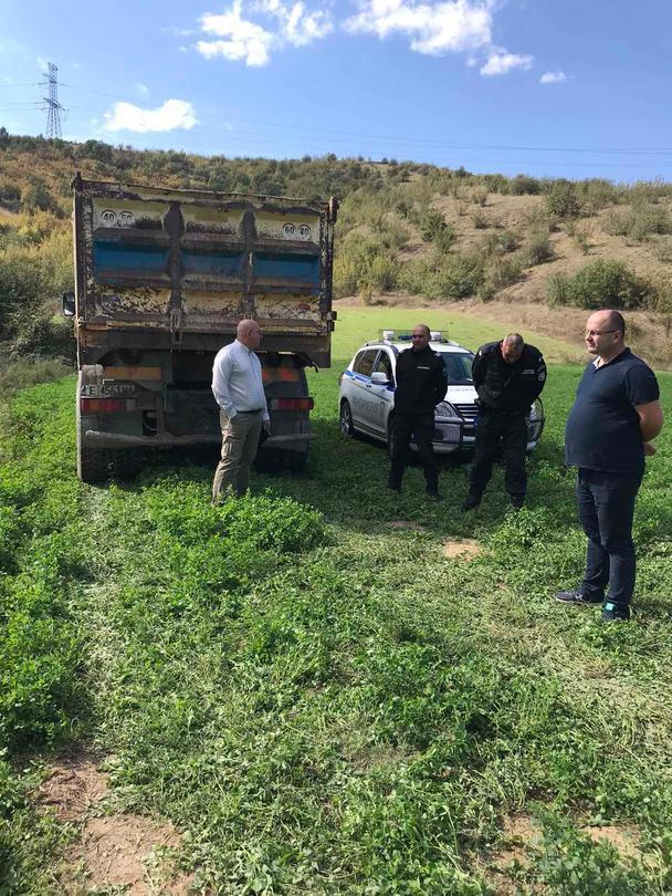 Министър Димитров участва в акция по разкриване на крупен незаконен добив на инертни материали от р. Струма - 01