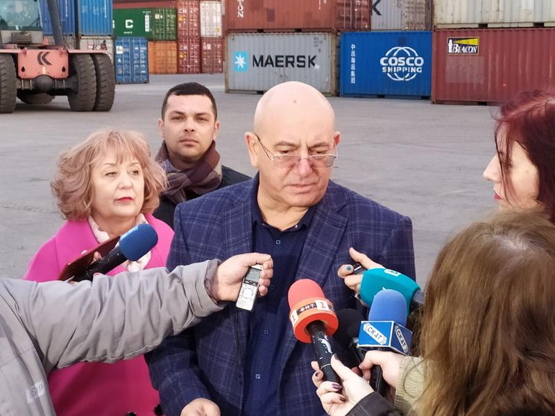 Министър Димитров провери връщането от Варна на 54 контейнера италиански отпадъци - 5