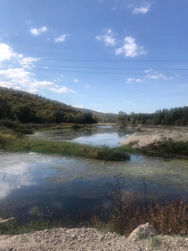 Правено е незаконно преграждане на реката с диги, като има и участъци със заблатявания. - 3